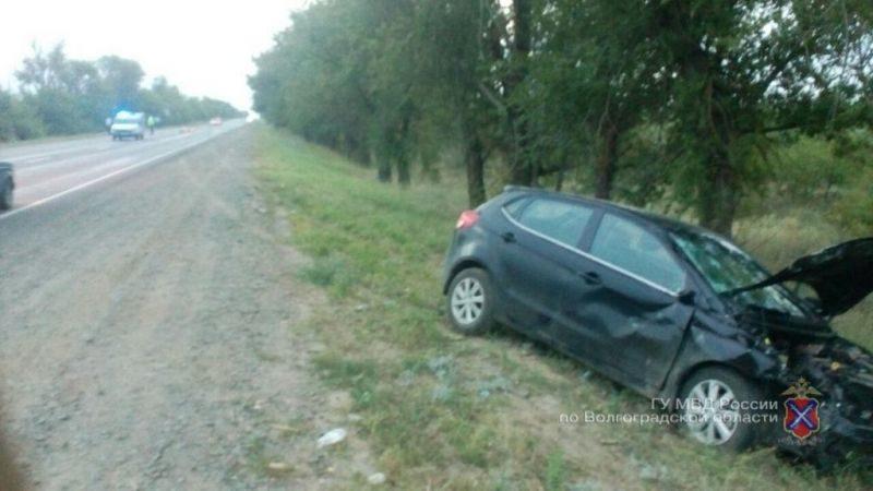 Под Волгоградом в результате столкновения иномарки и мотоцикла погибли двое людей