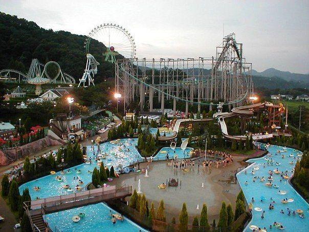 В японском аквапарке неизвестный порезал восемь девушек