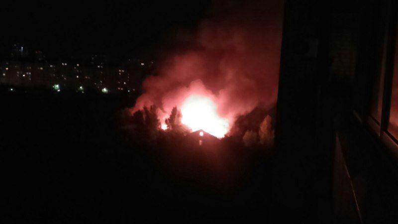В Волгограде на проспекте Жукова горит воинская часть