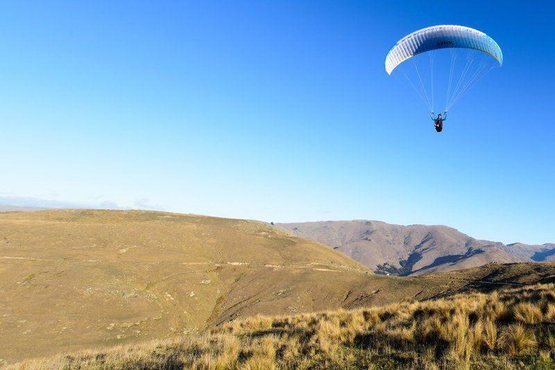 В Ленобласти выжил парапланерист, упав с 400-метровой высоты