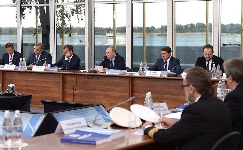 Владимир Путин запустил производство лайнеров «река-море» прямо на заседании по вопросам развития речного судоходства