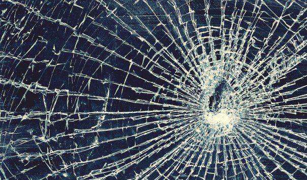 Волгоградец из ревности разбил машину бывшей подруги