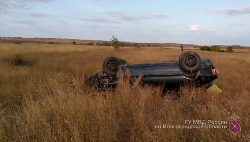 В Дубовском районе столкнувшуюся с грузовиком «Ладу» выбросило в кювет