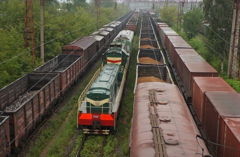 Под Волгоградом железнодорожные пути заблокировали вагоны с щебнем