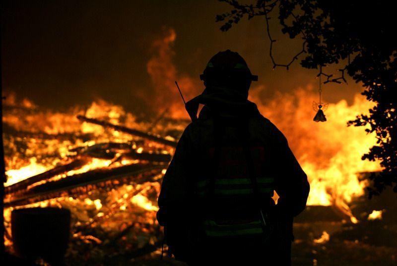 МЧС открыло счет для помощи семьям спасателей, погибших при тушении пожара в Москве