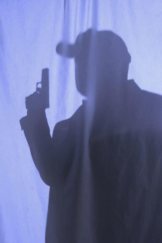 Инспектор ДПС устроил стрельбу в жилом доме в Балашихе