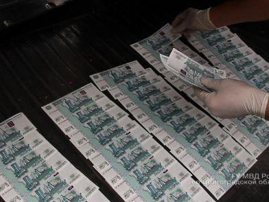 В Волгограде задержали двух фальшивомонетчиков с поличным