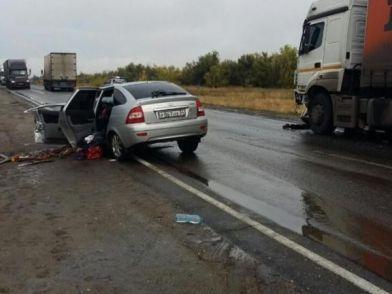 В Волгоградской области в ДТП с КАМАЗом погибли два человека