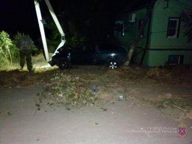В Краснослободске пьяный водитель врезался в опору ЛЭП после ссоры с женой