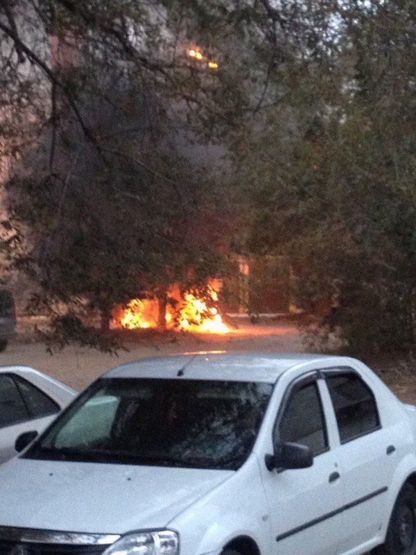 В центре Волгограда сгорел автомобиль