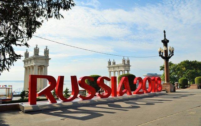 На волгоградской набережной установили композицию RUSSIA 2018