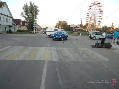 При столкновении иномарки и мотоцикла в Еланском районе пострадали два человека