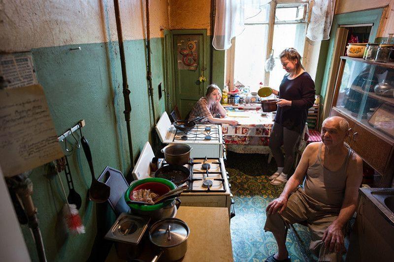 Из-за бездействия властей жильцы не могут выселиться из аварийного общежития на Хользунова уже 5 лет