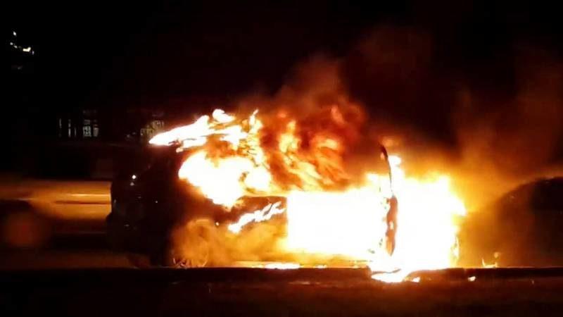 Ночью в Волгограде неизвестные подожгли 6 автомобилей
