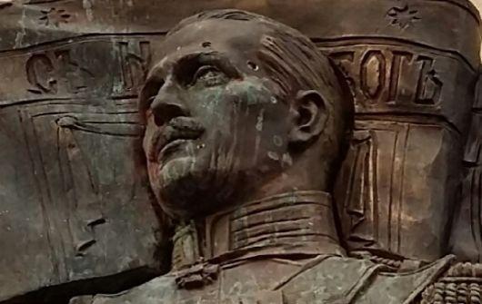 Фельдмаршал Маннергейм получил две дырки в виске