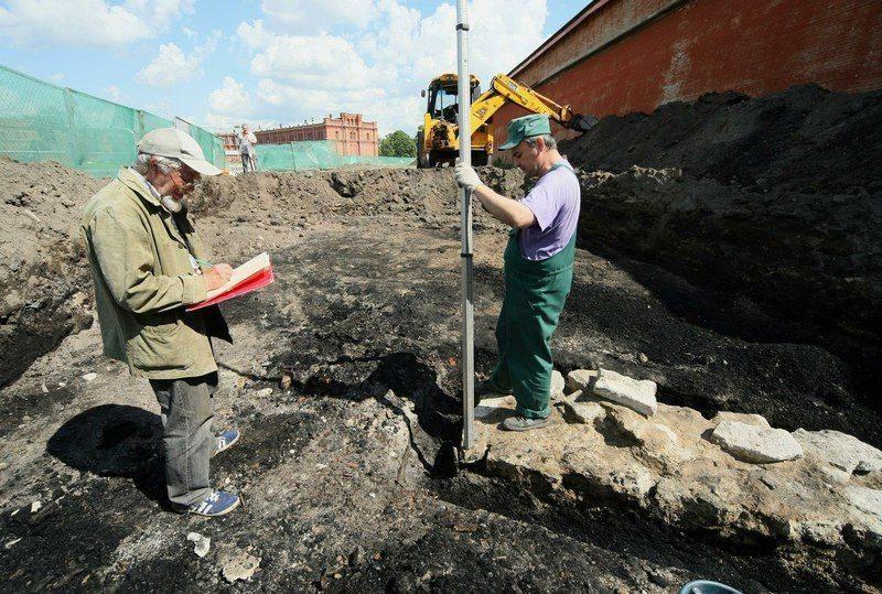 Под Саратовом обнаружили столетний склеп