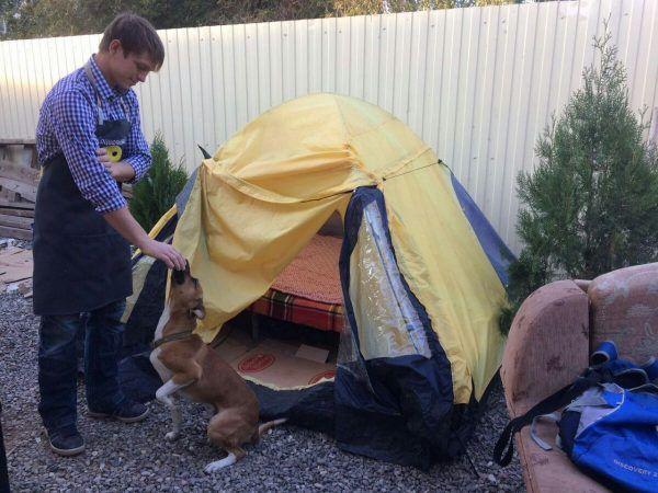 Астраханский мальчик-сирота живёт в палатке 9 лет