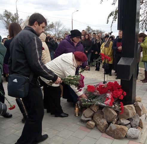 Волгоградцы почтили память погибших во время теракта в автобусе № 29
