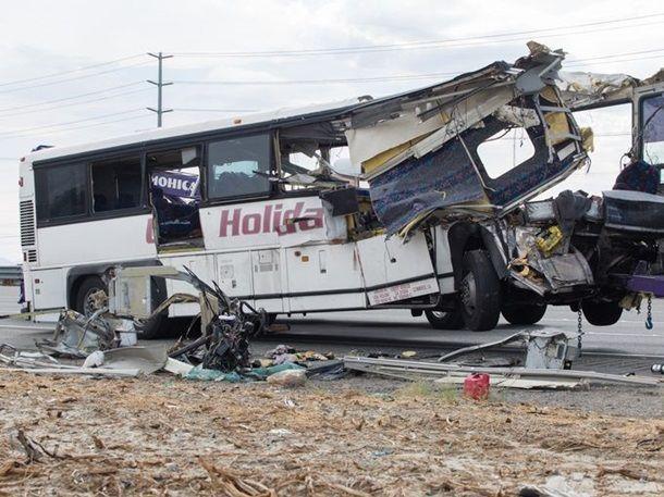 В Калифорнии в ДТП погибли 13 человек. ФОТО