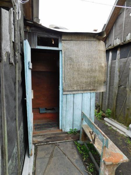 Трое мужчин погибли в яме туалета