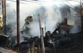 Под Волгоградом при пожаре погибли мужчина и ребёнок
