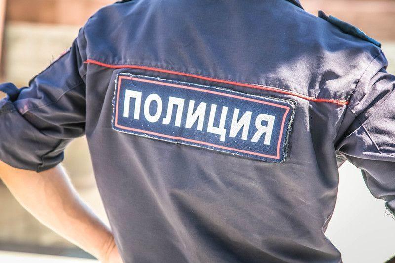 Селфи хабаровских полицейских со сбежавшим преступником проверяет полиция