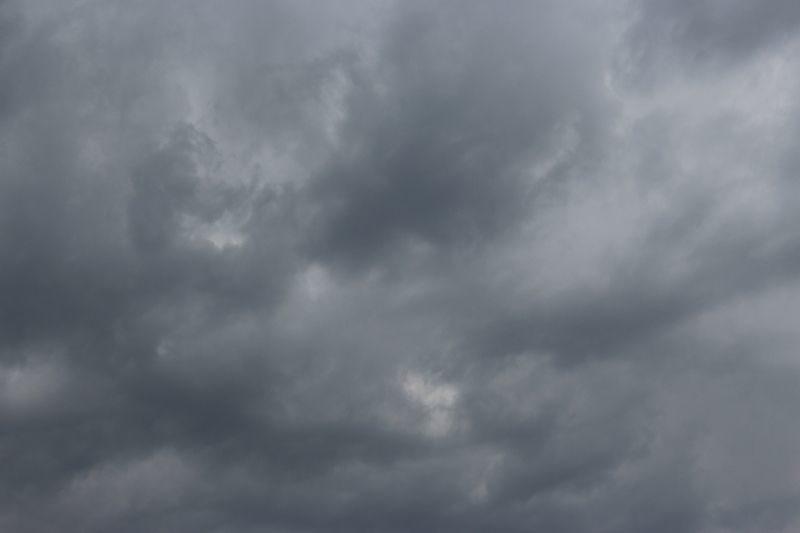 МЧС предупреждает об усилении ветра и грозах