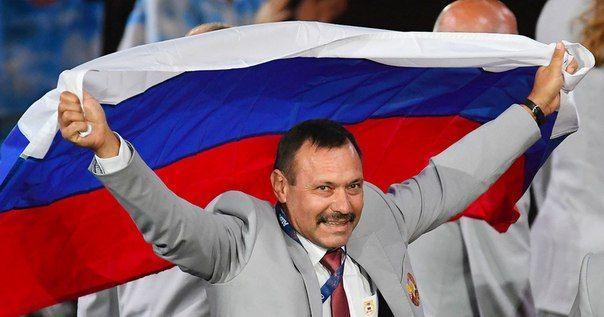 Белорусу подарят квартиру за российский флаг на Паралимпиаде