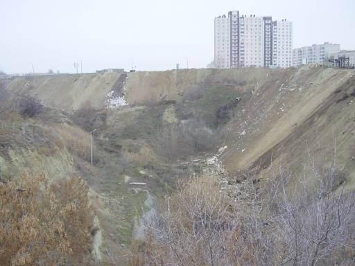 Сточные воды ЖК «Комарово» скопились в Ельшанском овраге