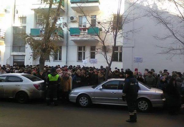 Астраханцы митингуют против местных властей