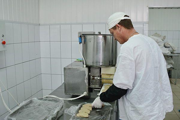 Колония в Суровикино запустила производство котлет