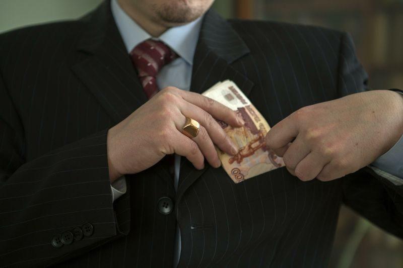 Адвокат обманул волгоградку на 100 тысяч рублей