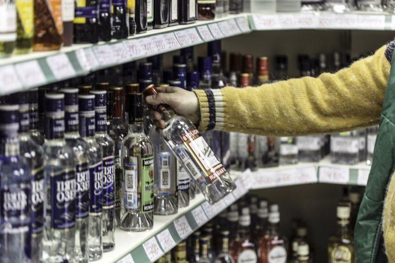 В Волжском торговали контрафактным алкоголем