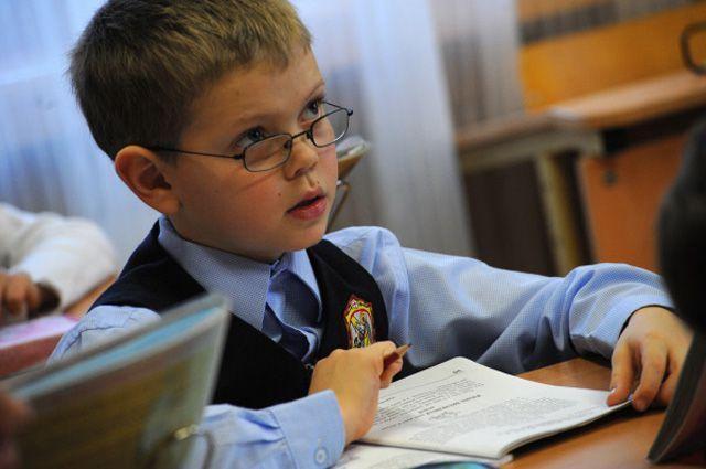 Сообщение об уходе школьников нескольких регионов на дистанционное обучение опровергли