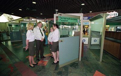 В аэропортах Москвы отменили около сотни рейсов