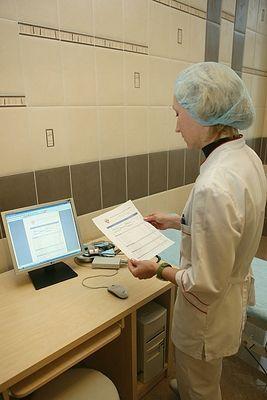 В Минтруде разъяснили, кто имеет право на 100% выплату по больничному
