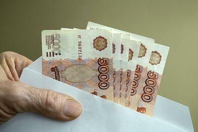 Около половины россиян согласны на зарплату в конверте