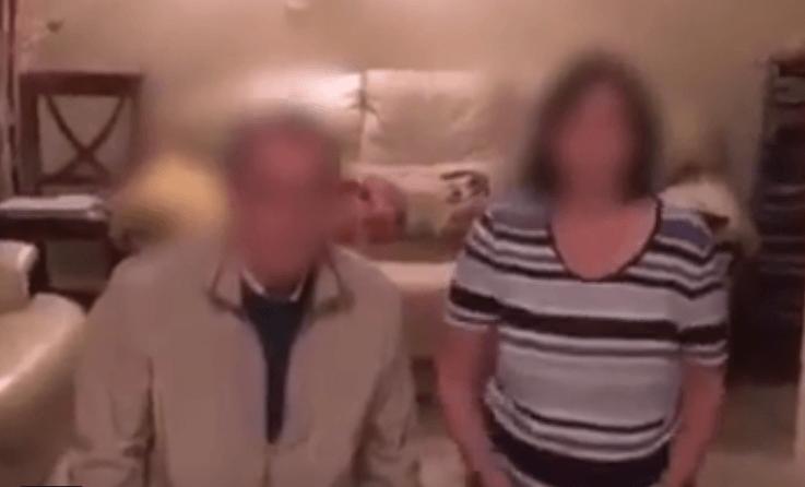 Школьник опустил родителей на колени перед камерой и заставил извиняться (ВИДЕО)