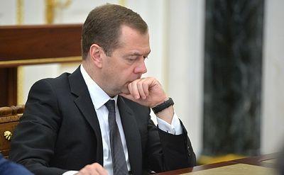Медведев начал срочное заседание правительства со слов об Улюкаеве