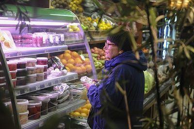 В Астрахани выдают продукты в долг