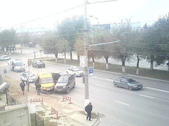 В Волгограде внедорожник протаранил маршрутку: есть пострадавшие
