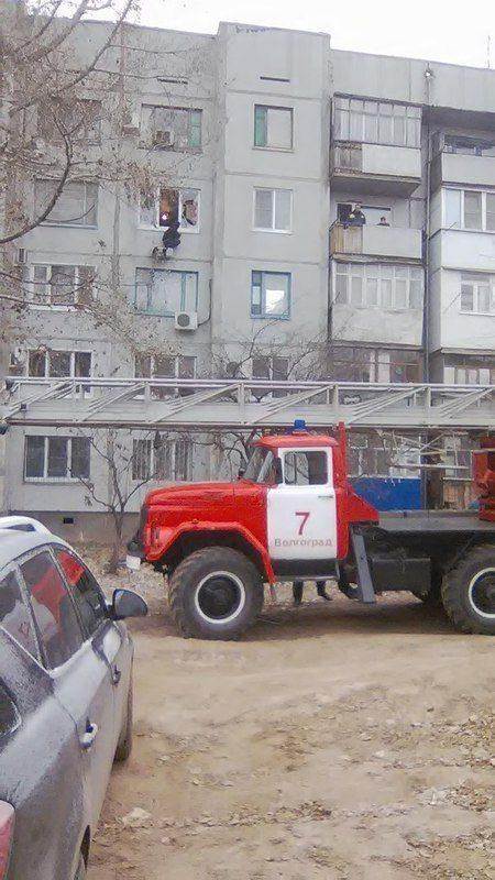 В Волгограде спасатели предотвратили попытку суицида. ВИДЕО