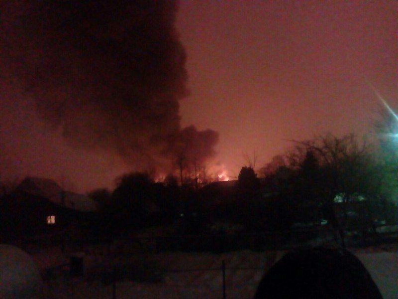 В Москве горит большой мебельный склад