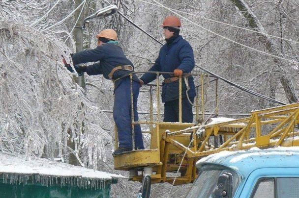 В Новгородской области непогода оставила без света более 10 тысяч человек