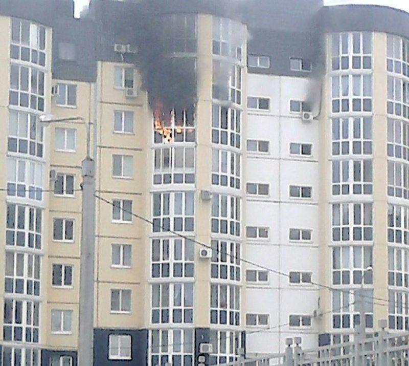 В Волгограде загорелась высотка возле ТЦ Комсомолл