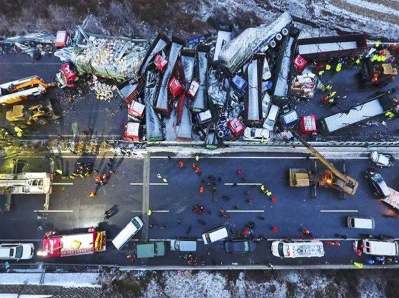 17 человек стали жертвами крупной автоаварии в Китае