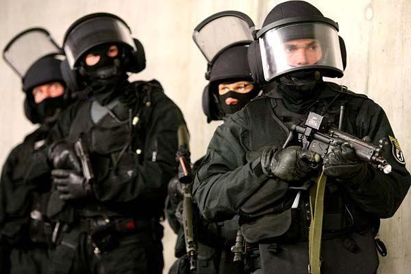 Вооружены и очень опасны: 9 миллионов из бюджета пойдут на охрану чиновников