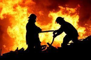Пожарные спасли семью из горящего дома