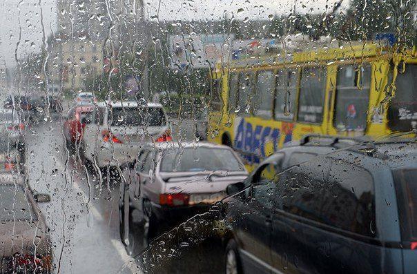 Южная часть Волгограда встала в пробках из-за дождя со снегом