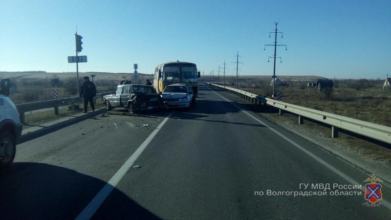 Под Волгоградом автобус устроил массовое ДТП: есть пострадавшие